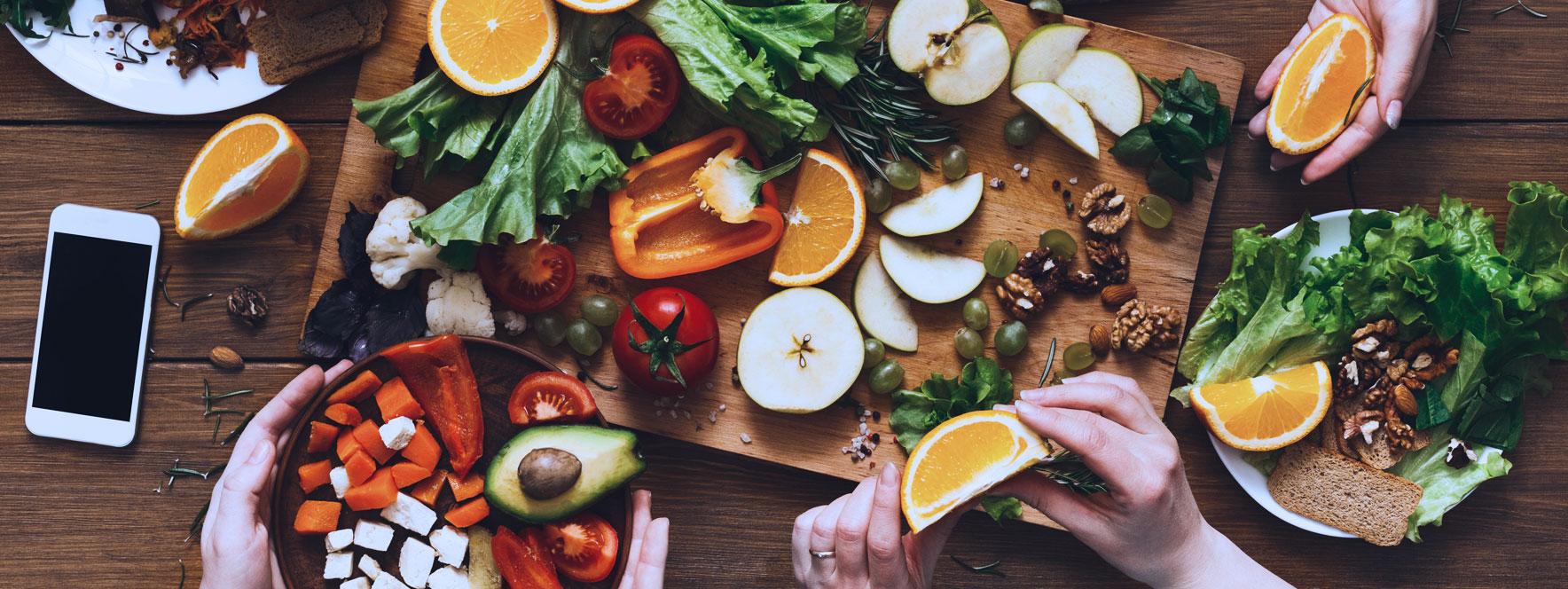 Table avec une variété d'aliments - Blogue du Réseau