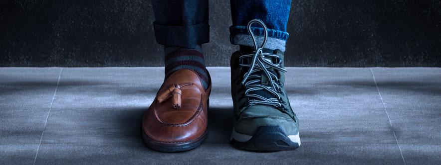 Homme portant des chaussures différentes - Blogue du Réseau